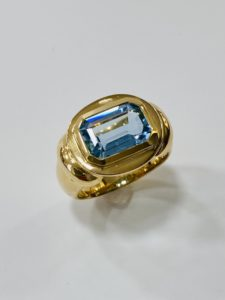 feiner Aquamarin in Gelbgold, Ring